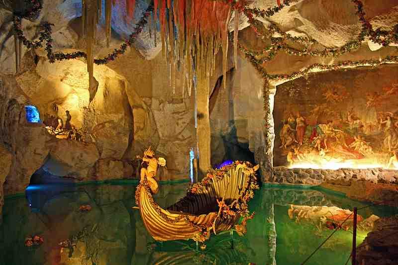 grotte-de-Vénus-du-château-de-Linderhof-LouisII-de-Bavière