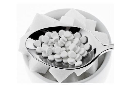 comprimé-aspartam-dans-une-cuillère