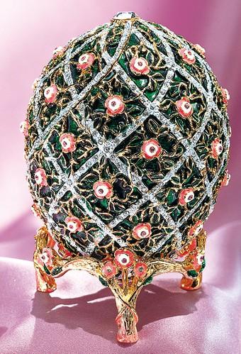 Fabergé-oeuf-aux-treillis-de-rose-Romanov
