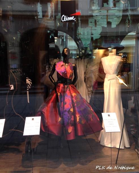 strasbourg-vitrine-robe-rouge-qui-tourne
