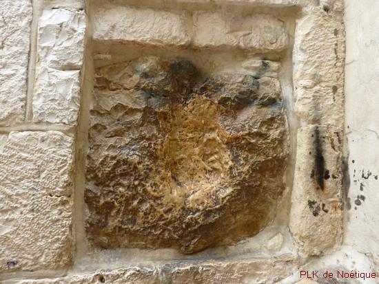 via-dolorosa-sixième-station-empreinte-main-de-Jésus-dans-le-mur-jérusalem