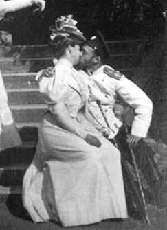 Nicholas-II-et-Alexandra-s-embrassant