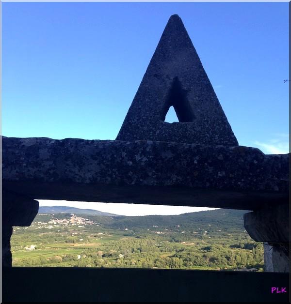 Lacoste-château-de-sade-vue-sur-Bonnieux