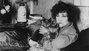 Colette-chat-dans-ses-bras-