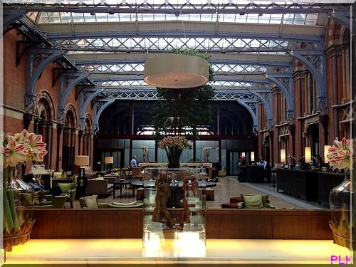 London-st-pancras-renaissance-lobby-verrière
