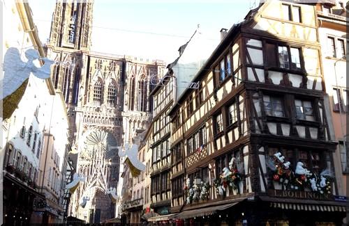 vitrine-Noël-Strasbourg-rue-cathédrale