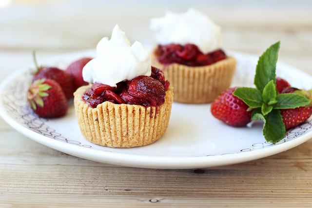 coconut-cream-tartelettes-fraises