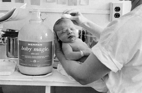 eve-arnold-birth-cinq-premières-minutes-d-un-bébé-