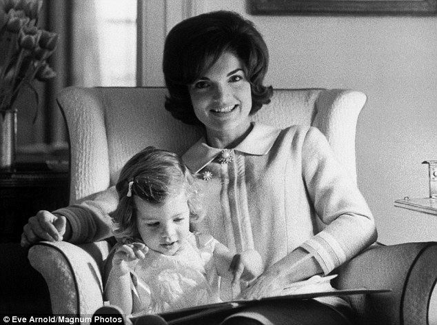 jacqueline-kennedy-avec-sa-fille-eve-arnold