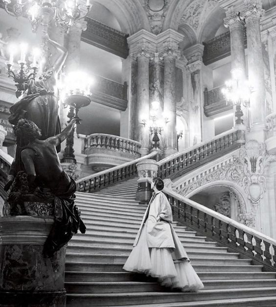 clifford-coffin-dior-escalier