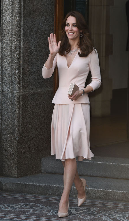Kate-Middleton-a-Londres-le-4-mai-2016-look-nude