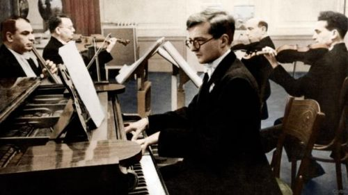 dimitri-chostakovitch-piano-1940