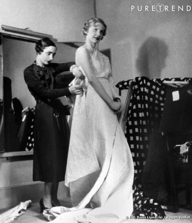 madame-grès-habillant-un-modèle