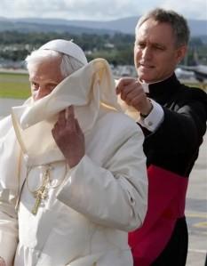 Monseigneur Georg Gänswein, le George Clooney du Vatican