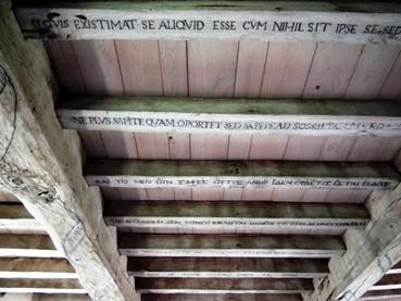 montaigne-plafond-de-sa-bibliothèque