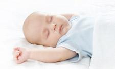 bébé-qui-dort-sur-le-dos