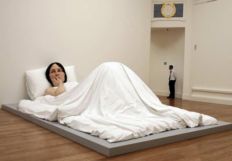 Ron-mueck-femme-dans-le-lit