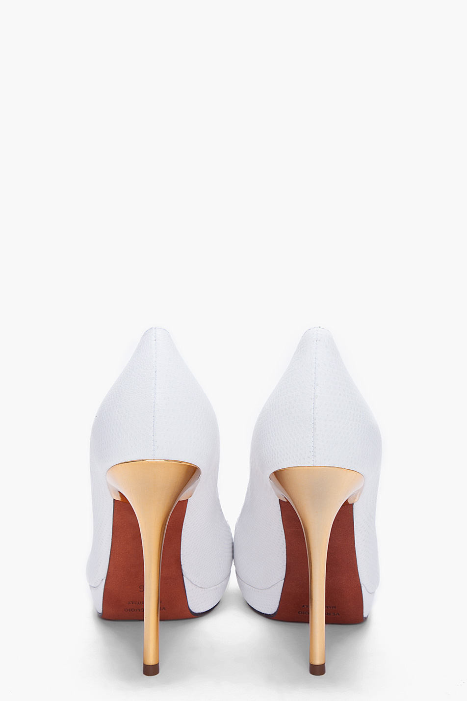 escarpins-blancs-à-talons-hauts