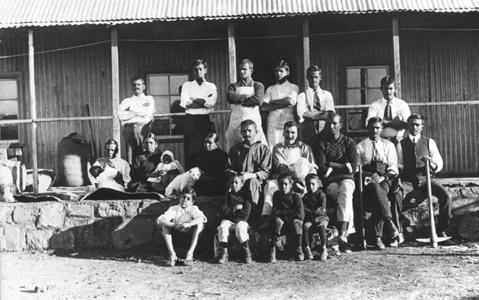 Mahatma-gandhi-membres-de-tolstoy-farm