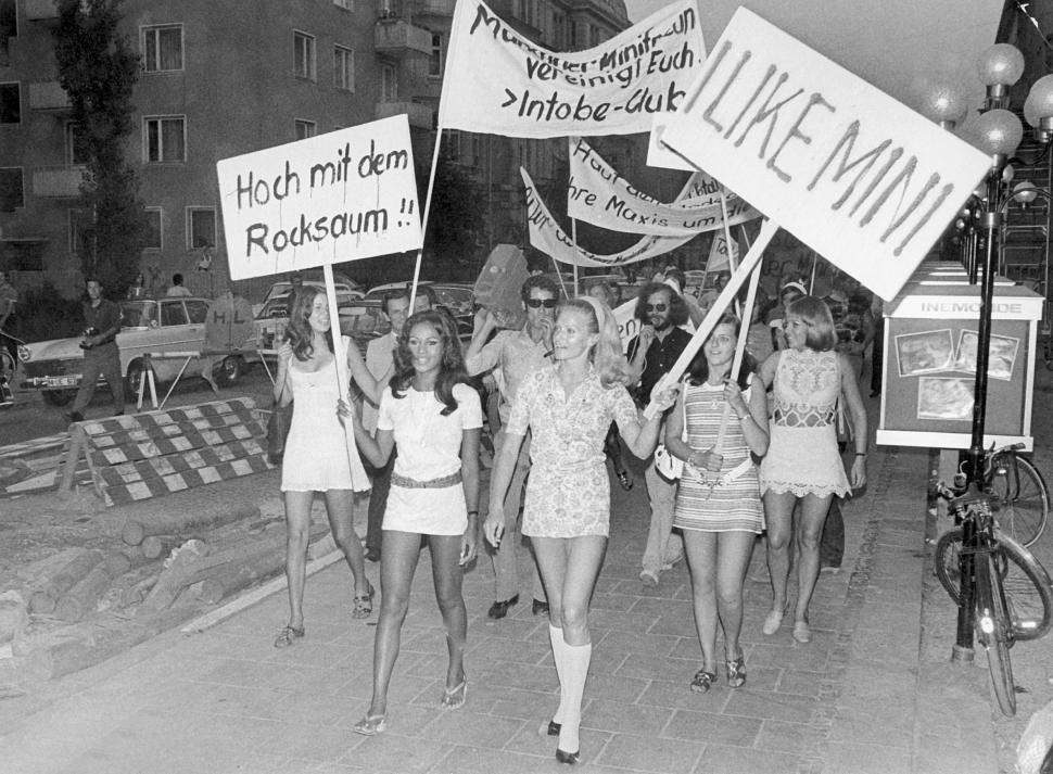 """Résultat de recherche d'images pour """"journée mondiale de la minijupe"""""""