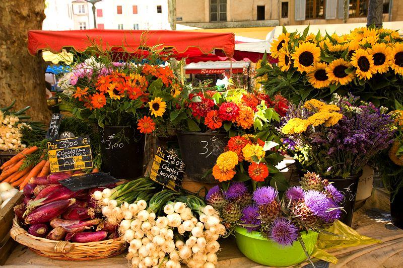 Marché-place-Richelme-a-Aix-en-Provence