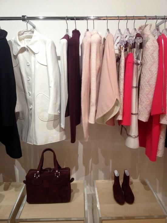 boutique-Courrèges-portants-rose-rouge