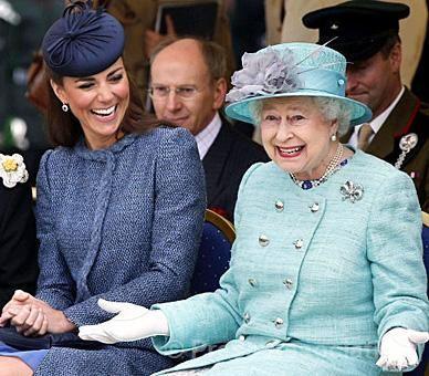 reine-elizabeth-kate-qui-rient