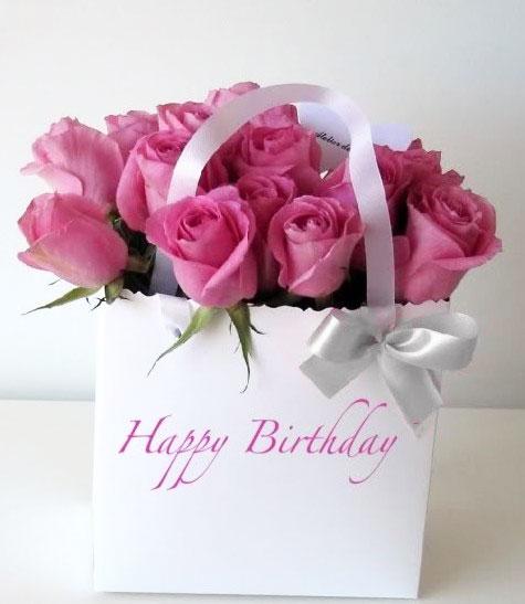 bon-anniversaire-roses-dans-un-sac-blanc