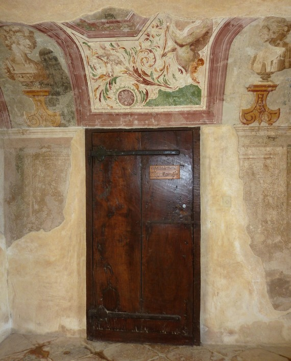 château-de-Bagnol-porte-appartements-lady-Hamlyn