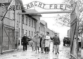 camp-de-Auschwitz-entrée