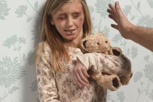 enfant-maltraitée-frappée