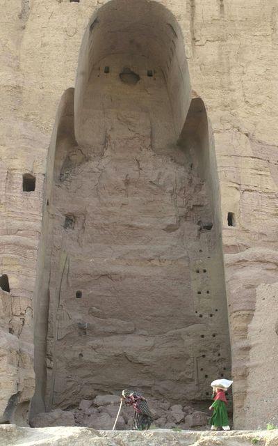Le-grand-Bouddha-de-Bâmiyân-détruit