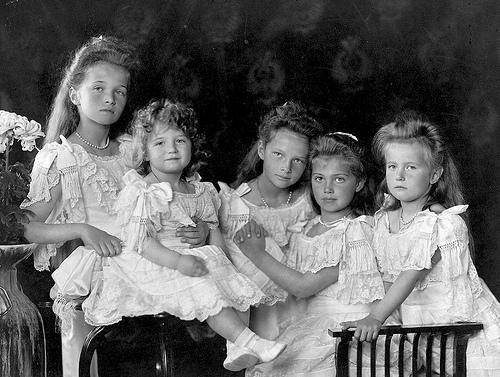 famille-romanov-tatiana-olga-Alexis-Anastasia-Maria