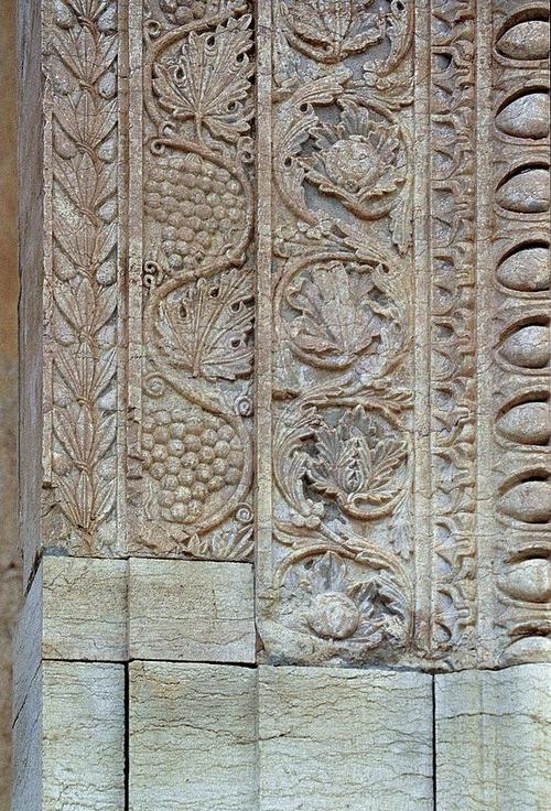 palmyre-sculptures-ornant-la-porte-du-temple