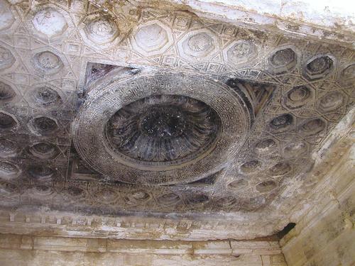 temple-palmyre-gros-plan-sur-le-plafond