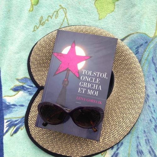 Tolstoi-oncle-Gricha-et-moi-Léna-Gorelik-couverture-livre-chapeau-de soleil-lunettes