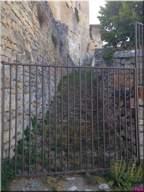chateau-Lacoste-marquis-de-Sade-escalier