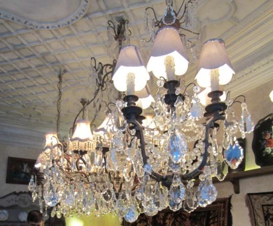 mari-vanna-lustres-et-plafond