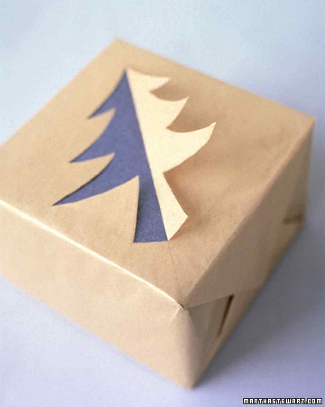 paquet-cadeau-silhouette-sapin-incrustée