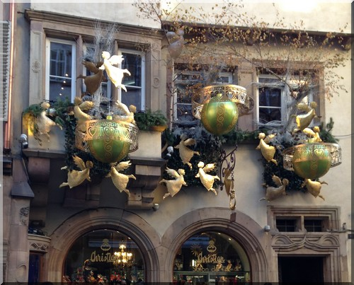 vitrine-Noël-Strasbourg-rue-piétonne-cathédrale-christian-Rue-Mercière-Strasbourg