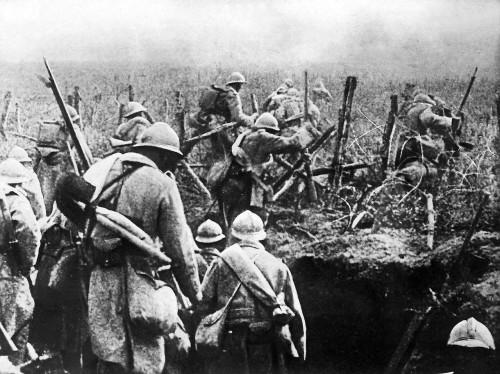 soldats-sortant-des-tranchées-après l-assaut-verdun