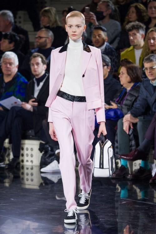 urrèges-tailleur-rose-collection-hiver-2016