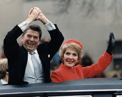 Nancy-Reagan-The_Reagans_waving_from_the_limousine_during_the_Inaugural_Parade_1981