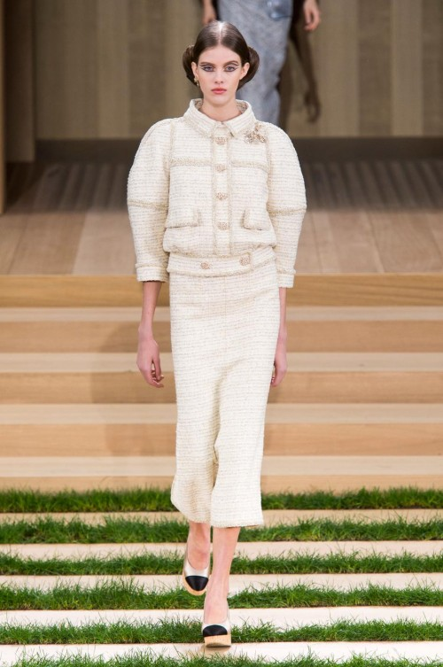 defile-chanel-printemps-ete-2016-paris-look-10