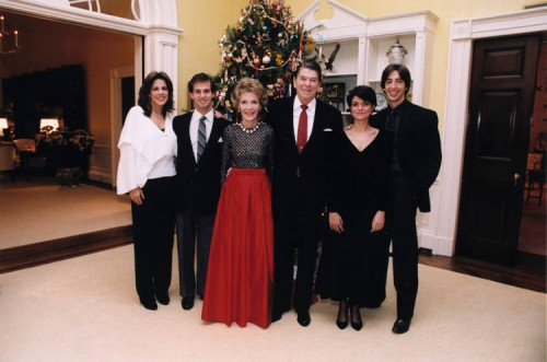 famille-reagan-Noël-maison-blanche-1983