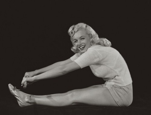 marilyn-monroe-yoga-forward-bend