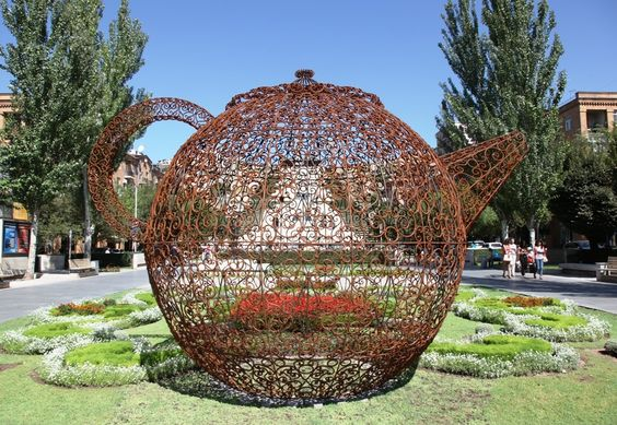 joana-vasconcelos-portugal-pavillon-de-the-ap-2012