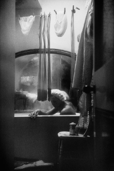Eve-arnold-bathroom