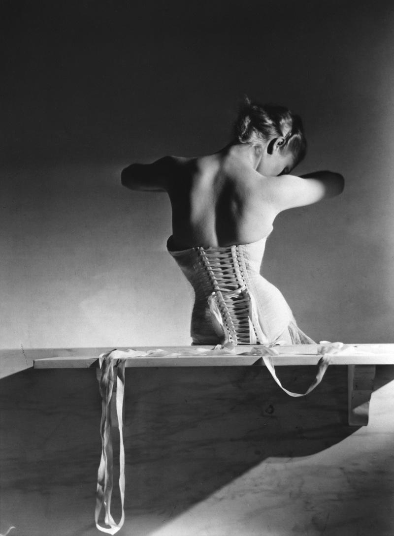 horst-P-corset-mainbocher