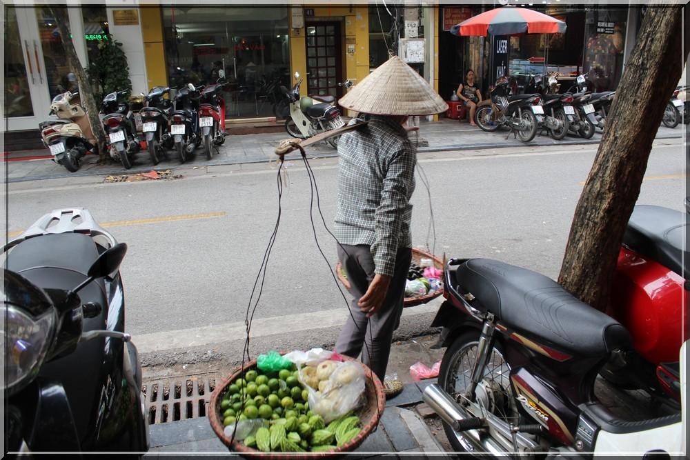 vietnam-hanoï-vendeuse-ambulante--de-rue